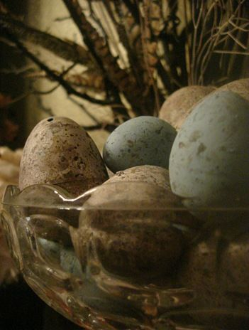 Here is a great diy on how to make primitive eggs from the inexpensive plastic eggs. Love the finished look!!!