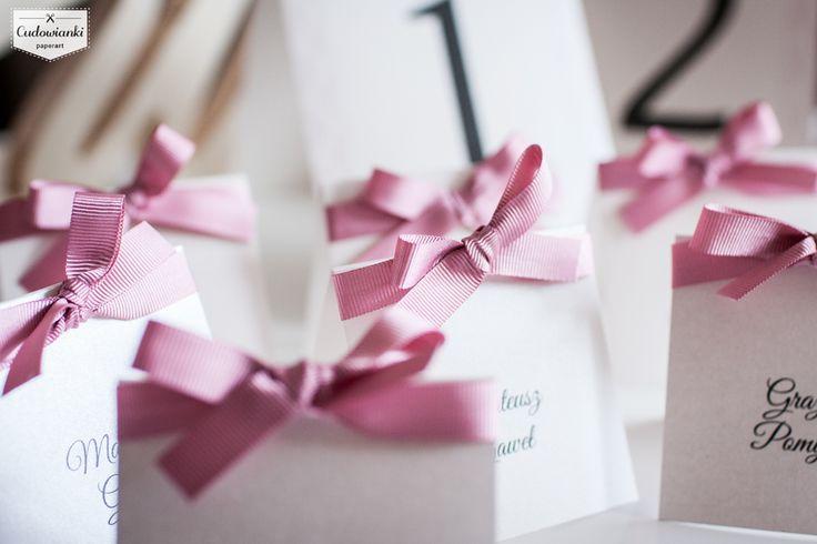 Ribbon place cards by Cudowianki. | Delikatne, eleganckie winietki ze wstążką by Cudowianki.