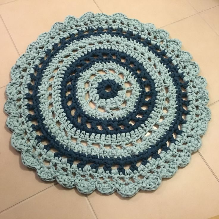T shirt yarn rug :) worked quite well for a first go!