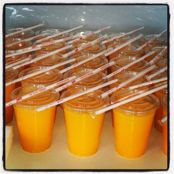 Jugo de naranja natural Aquí  en Fuente de sodas
