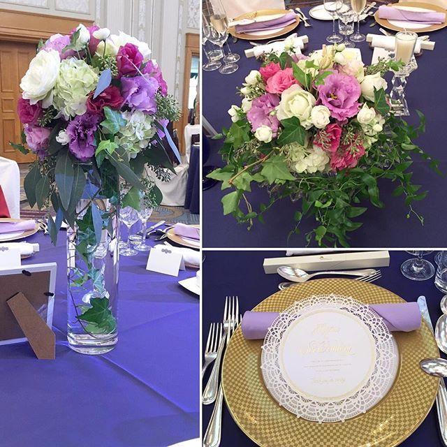 * ・ テーブルコーディネート♡ テーブル装花は2種類にしてもらいました☺️ 前と真ん中のテーブルは低いもの サイドのテーブルは高さのあるもの にしてもらいました✨ ・ 高さのある花瓶にグリーンの葉を垂らす、これが、やりたかった♡ テーブルクロスは直前でネイビーに変更しました♡シックな雰囲気になってよかったかな😊 ・ メニュー表はなやんで決めたワキリエさんのホワイトベール* ナフキンはラベンダー色にしました♫ ・ ・ #プレ花嫁 #卒花 #卒花嫁 #結婚式 #ホテル婚 #テーブル装花 #会場装花 #装花 #ウェディングソムリエアンバサダー #marry花嫁 #ウェディングニュース