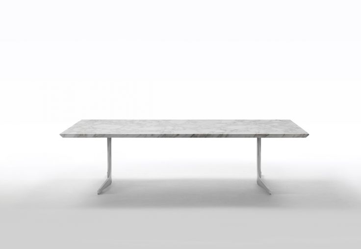 FLEXFORM FLY #table with metal frame and top in Calacatto Oro marble. #designed by Antonio Citterio