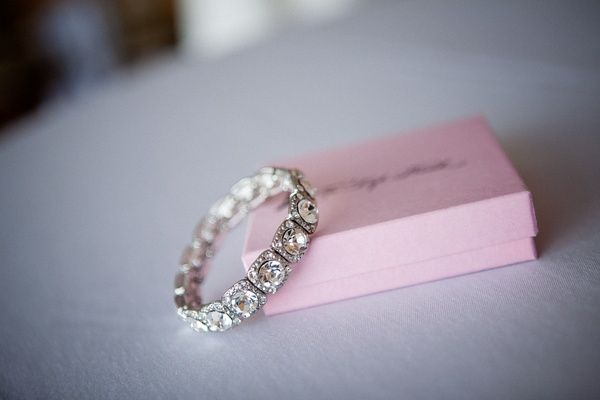 gorgeous vintage looking anniversary band