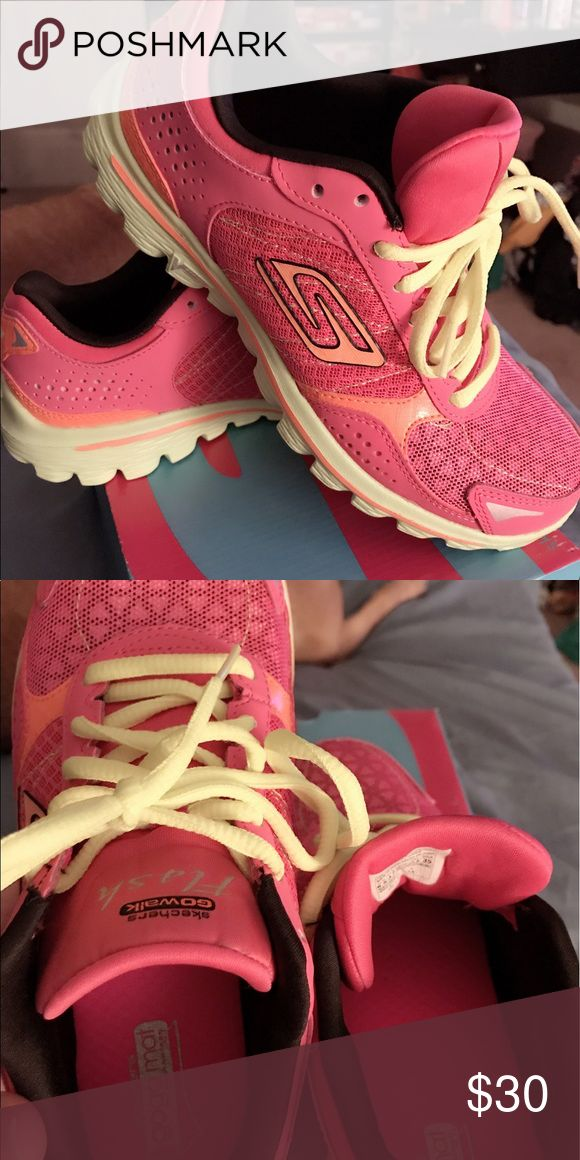 Sketchers Sneakers NEW Brand new Sketchers perfect condition Skechers Shoes Athletic Shoes