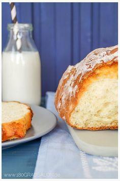 Ein einfaches und leckeres Quarkbrot / Quark zu Brot und natürlich auch zu Brötchen, wenn es sonntags mal schnell gehen muss