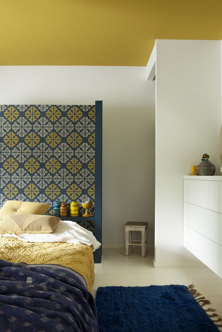 behang wall Me 7 sunburned riad, WE M02 blue moon en WE M49 yellow river uit de collectie We are colour, by BOSS paints