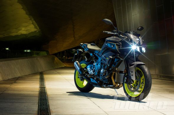 2016 YAMAHA MT-10 NAKED R1 SUPERBIKE Yamaha strips the R1 and takes aim at the BMW S1000R. Plus: Cruise control!