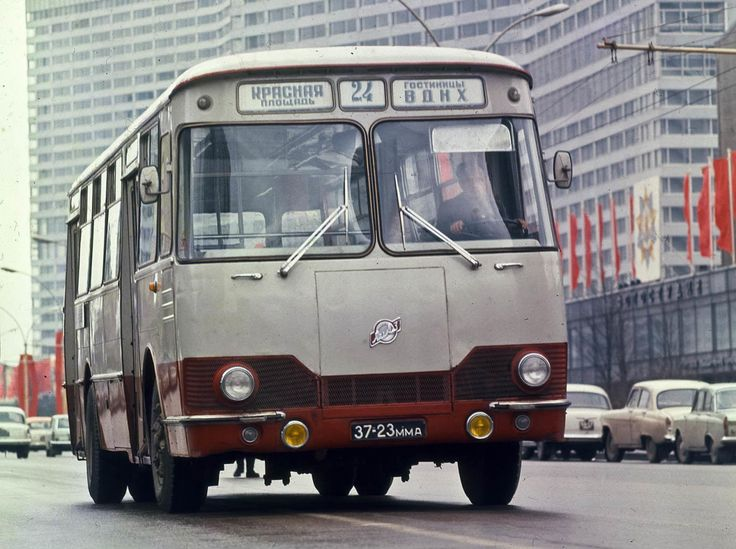 liaz-bus-red-square-vdnkh