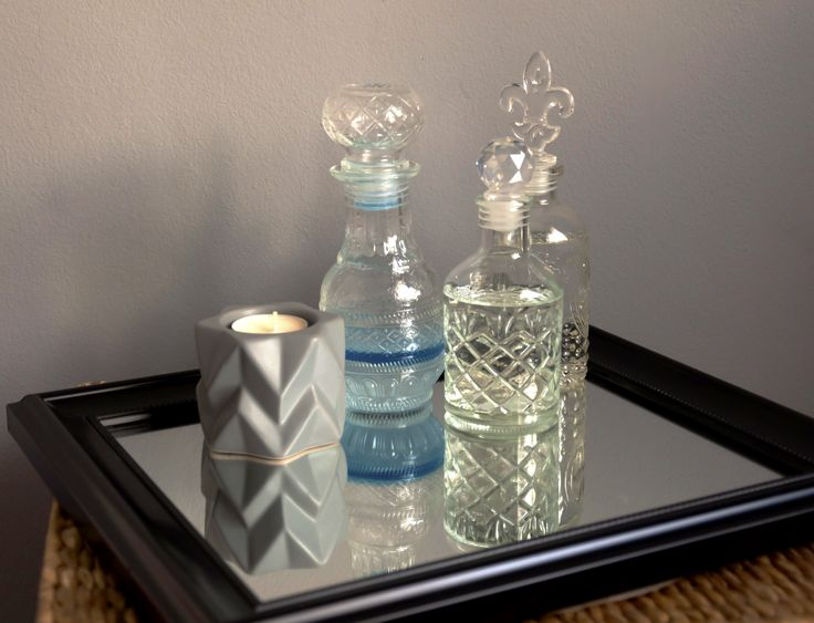 "Eeeeh, don't these bottles look fancy? And besides being pretty, they are also useful. I've learnt that the best way to decorate a room is by keeping the things you need close, while also making them look attractive or masking them. Decor can be hot and practical, duuh. I used to always leave my makup … Continue reading ""The Holy Trinity of Decor: Cheap, easy, cool (part 1)"""
