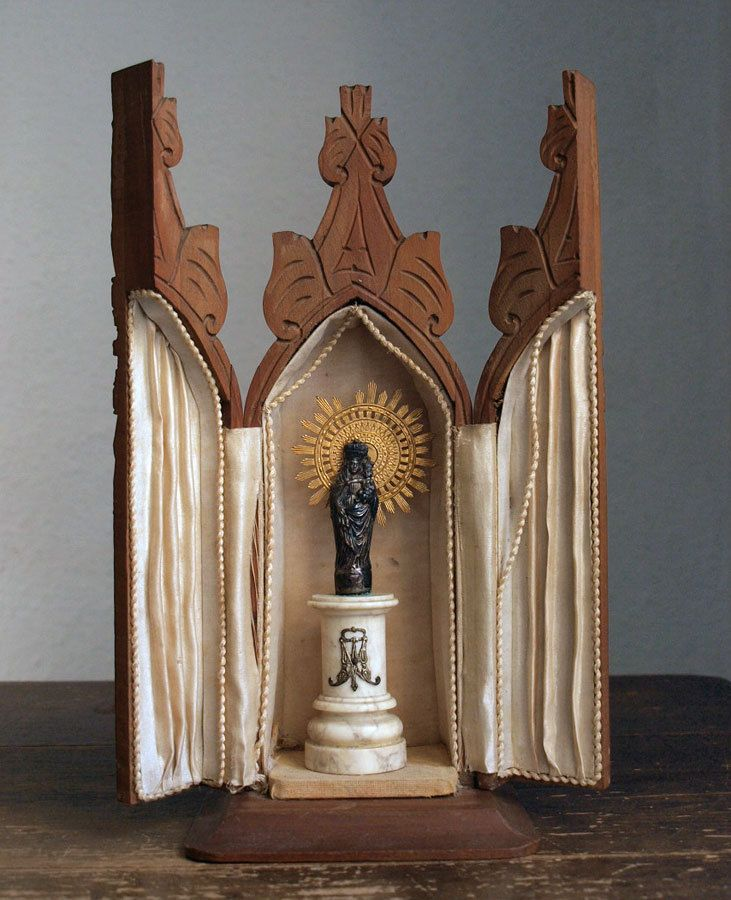 Etsy のWooden Chapel Neo Gothic Shrine w Our Lady of the Pillar Gothic Revival Spanish 1935s Antique /439(ショップ名:GliciniaANTIC)