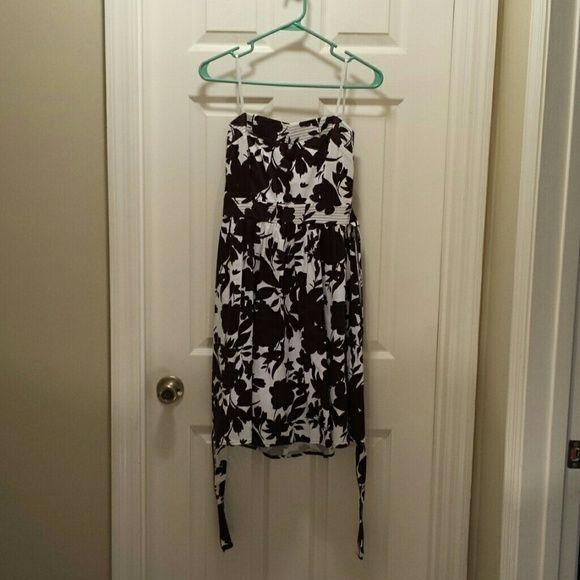 B. Smart Dress Size 6 B. Smart brown and white strapless dress. B. Smart Dresses Strapless