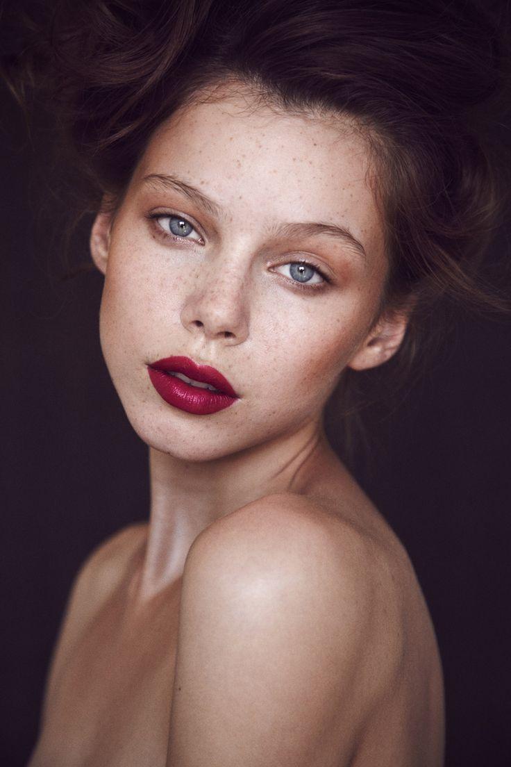 berry lips // Agnes Pulapa by Thomas Babeau- MAKEUP