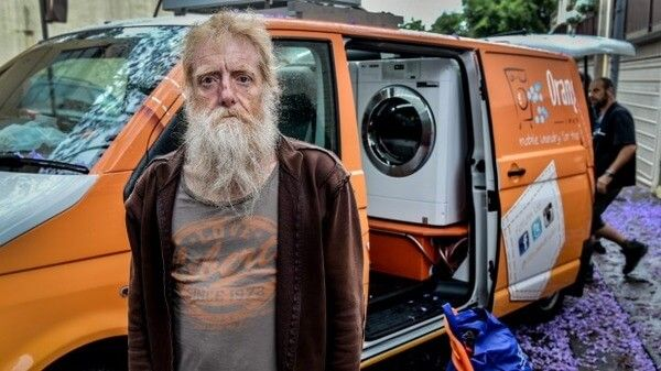 Orange Sky Provides Free Laundry Service For Sydney's Homeless : http://theawesomedaily.com/orange-sky-provides-free-laundry-service/ #win