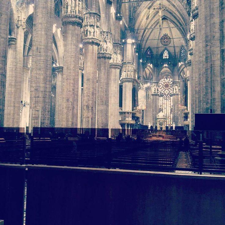 Première journée à Milan. Visite du Duomo balade dans le centre déjeuner à base de panzerotti petit cannoli pour le goûter au nord des navigli (les canaux milanais) bref une bonne journée avec 20km de marche. On se repose un peu à l hôtel avant de ressortir pour la soirée. Et vous ce jour férié ?