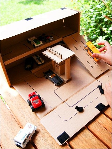 Toy Car Parking Garage. You're kids will love this fun project! #crafts http://www.ivillage.com/kids-crafts-make-cardboard-box/6-b-521598#521609