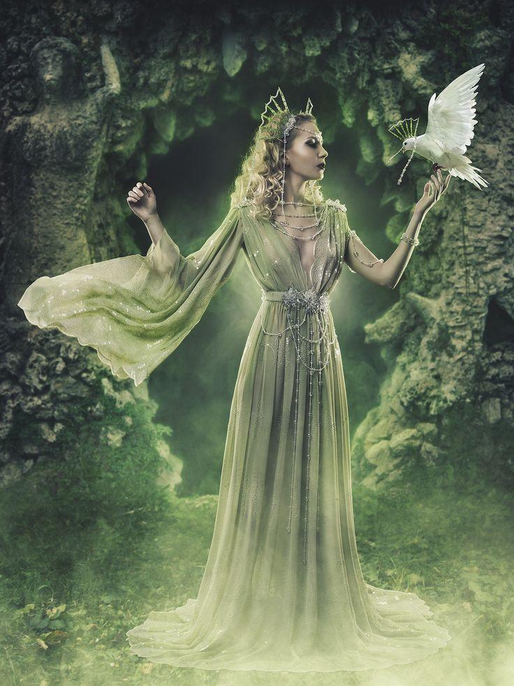 (Marisa Ceba & Irene Zjones) Styling Designs: Fairy Cave.