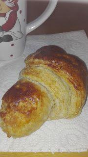 Valeria's Kitchen: Croissant integrali al miele di Rododendro
