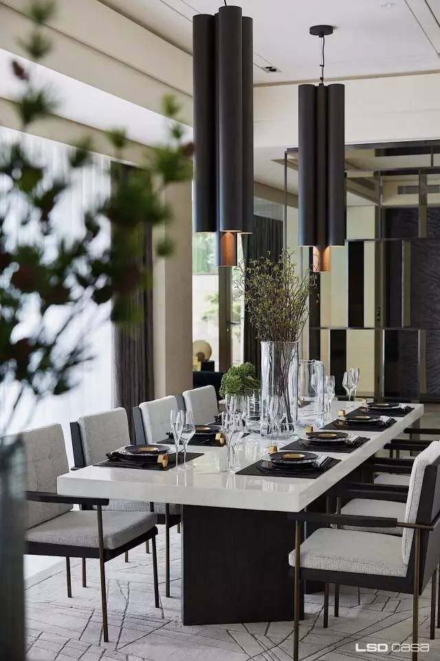Balck white dining