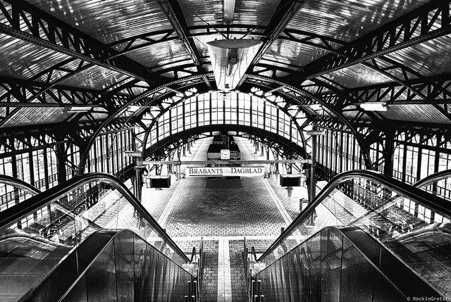 Titel: Trainstation Den Bosch, Netherlands Bron: http://www.flickr.com/photos/36568815@N07/6961106071/in/pool-1940567@N21/ #trein #station #denbosch