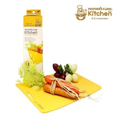 Functional, versatile & convenient. Colour-coded to prevent cross-contamination, this cutting board considers the weak immunity of newborns. The non-slip silicone backing prevents slippage and provides stability. The flexibility of the board allows transferring chopped food so simple - without spills!