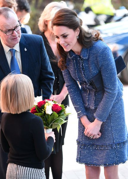 Kate Middleton Photos Photos - Catherine, Duchess of Cambridge receives flowers during a visit to Ronald McDonald House Evelina London on February 28, 2017 in London, England. - The Duchess Of Cambridge Visits Ronald McDonald House Evelina London