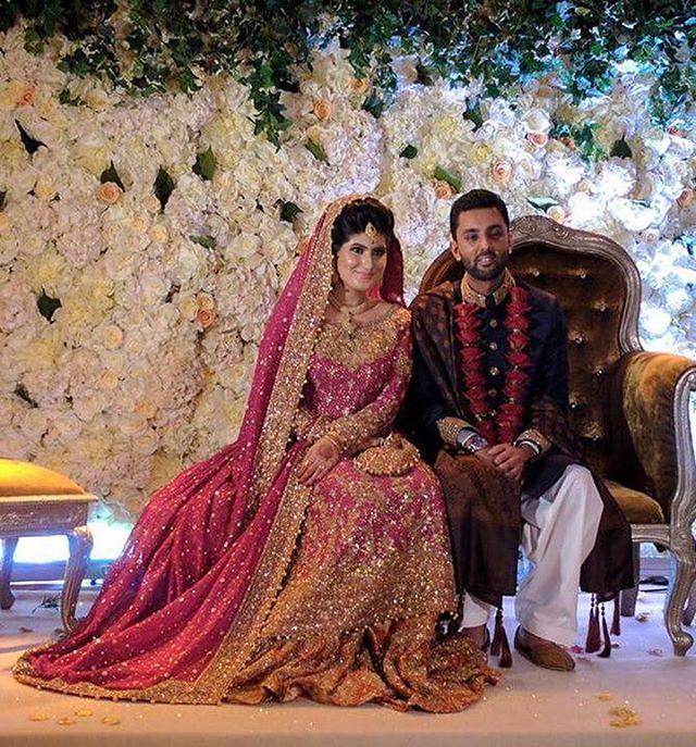 #MomnaArif looking regal in a #FarahTalibAziz bougainvillaea pink and burnt orange #bridal at her wedding in #London! ✨ @farahtalibazizdh