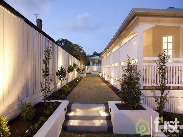 A view on design east brisbane classic queenslander home for Classic queenslander house