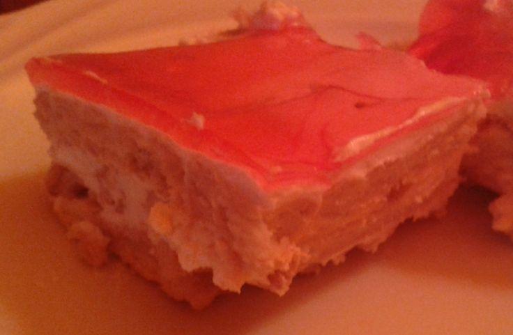Savanykás és édes kekszsüti, sütés nélkül, kevés idő alatt elkészíthető. http://receptek365.info/sutemenyek/tejfolos-lekvaros-kekszsuti/