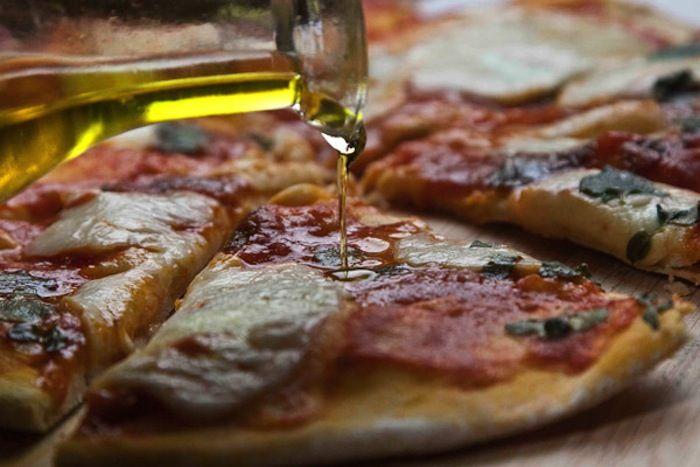 Πιτσα Μαργαριτα με Ιταλικη Ζυμη