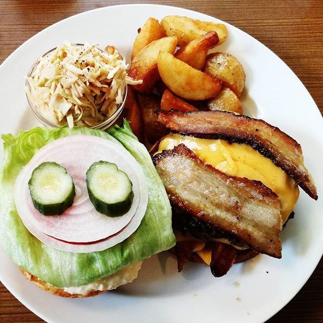 Hamburger nya paling enak di ibu kota tokyo Rasanya bahan baku dan saus handmade saja : Ini hamburger tapi bukan junkfood  Located in Sangen Jaya  #asia#makan#makanan#foods#food#好食#好吃#enak#sedap#yummy#foodporn#instafood#グルメ#tasty#美食#lunch#ランチ#昼食#jepang#tokyo#三軒茶屋#世田谷#setagaya#hamburger#hamburgers#ハンバーガー#sangenjaya#肉#dagin