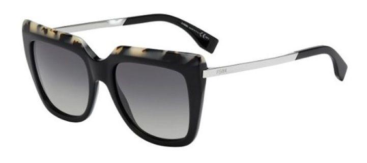 #dior #diorsoreal #diortechnologic #occhiali #occhialidasole #sunglasses #dsquared #fendi formato: 53/19/140 genere: donne forma: geometrica Materiale: acetato tipo di lente: generale disponibile anche con lenti graduate