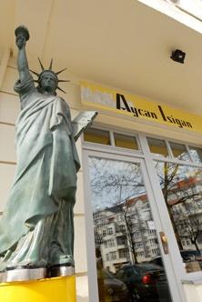 Hair Factory  Aycan Isigan  Joachim-Friedrich-Straße 30  10711 Berlin