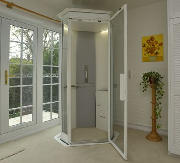 The Lifestyle Home Lift is an innovative residential lift that has capacity for 2 people. Top-level safety features. Schnell & easy to install.