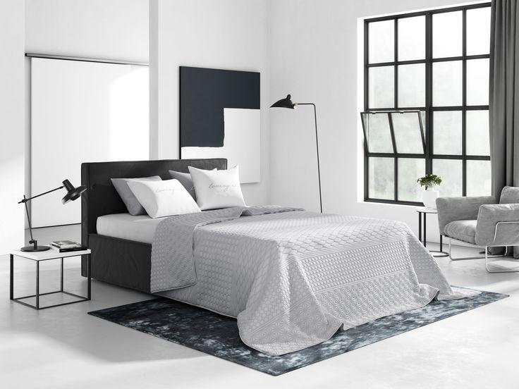 Jednoduchý oboustranný přehoz na postel v světle šedé barvě