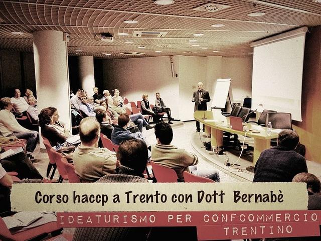 Corso di formazione in materia igenico sanitaria #haccp di Ideaturismo. Il nostro massimo esperto Dott.Marco Bernabè forma gli addetti del settore ristorazione trentina. Maggiori info su www.ideaturismo.it by Idea Turismo, via Flickr