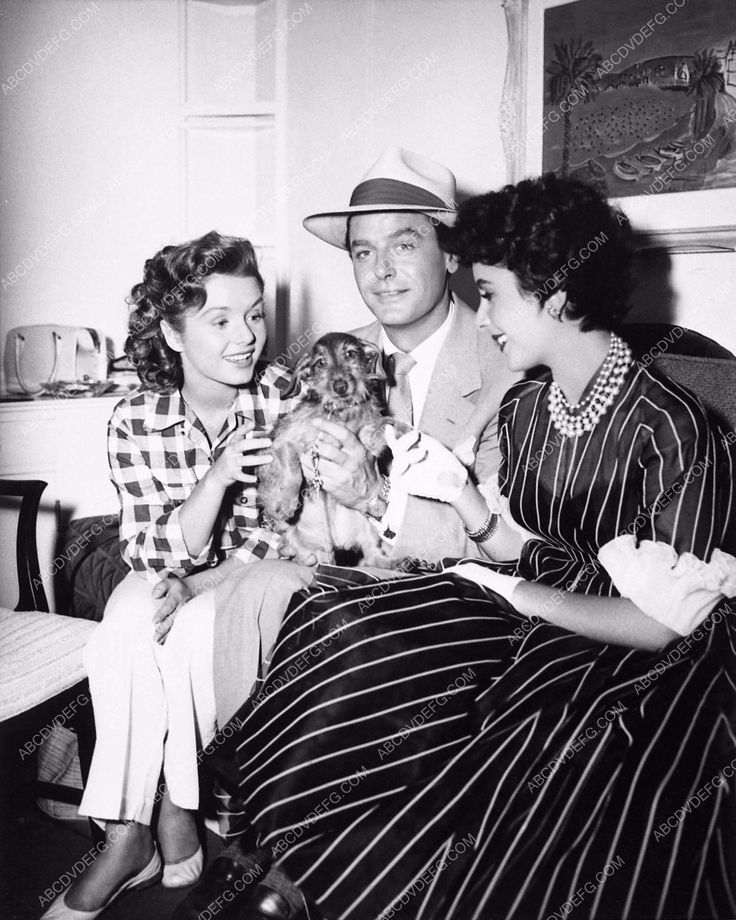 photo candid Elizabeth Taylor Debbie Reynolds and cute dog Gig Young 1454-09