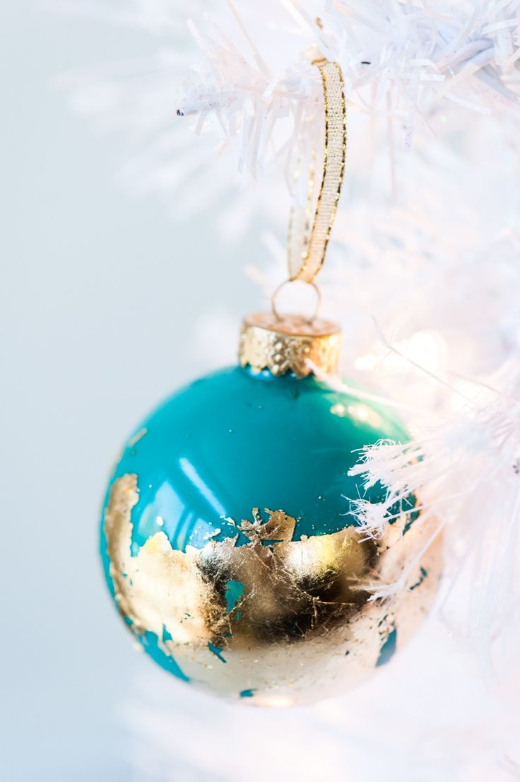Sputnik christmas ornaments - Diy Painted Gold Leaf Ornaments