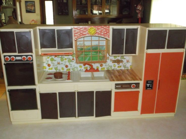 """Wolverine Sunny Suzy Kitchen Set, 1970's (Measures 29"""" L x 16"""" H) - I bought this set on E-Bay."""