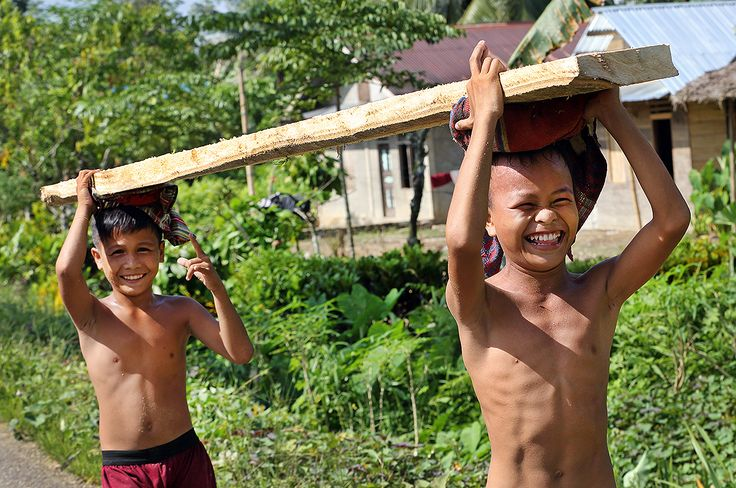 Team work - Kerja Sama! Kids on Nias Island often help their parent out after school. Photo by Bjorn Svensson. www.visitniasisland.com