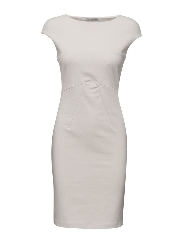 DAY - Day Ambience-Effortless and simplistic white dress with short sleeves. DAY Ambience is a great basis item for your summer wardrobe and is easy to style for both office- and eveningwear.  Stretch fabric Classic Elegant and feminine Refined