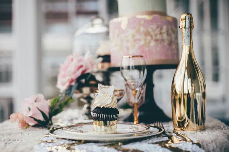This table - Pink and Gold - www.maxfoto.no - Photographer Jon M Sandbu