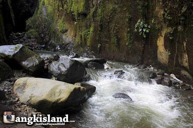JustFun,Play,andKidd: DiKejar Badai Green Canyon Goa Lalay Majalengka