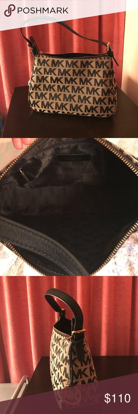 Michael Kors Hobo shoulder bag In excellent used condition. Michael Kors Bags Hobos