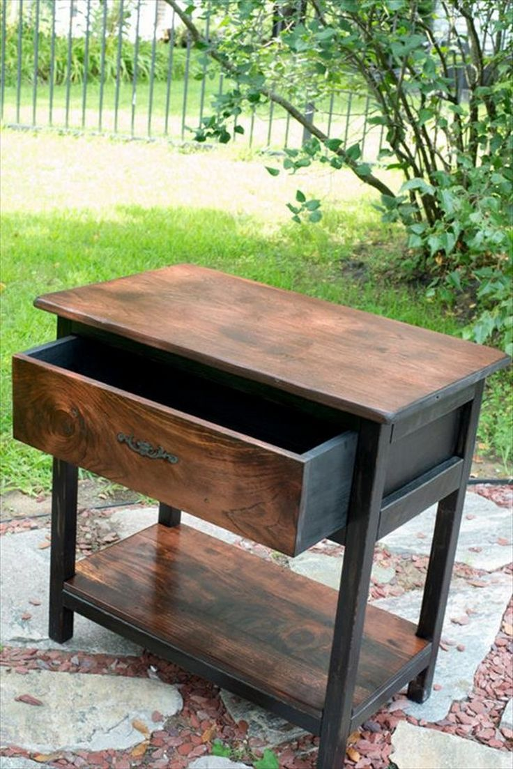 repurposed pallet end table and nightstand There