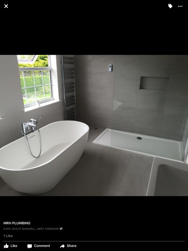 Free standing bath, walk in shower