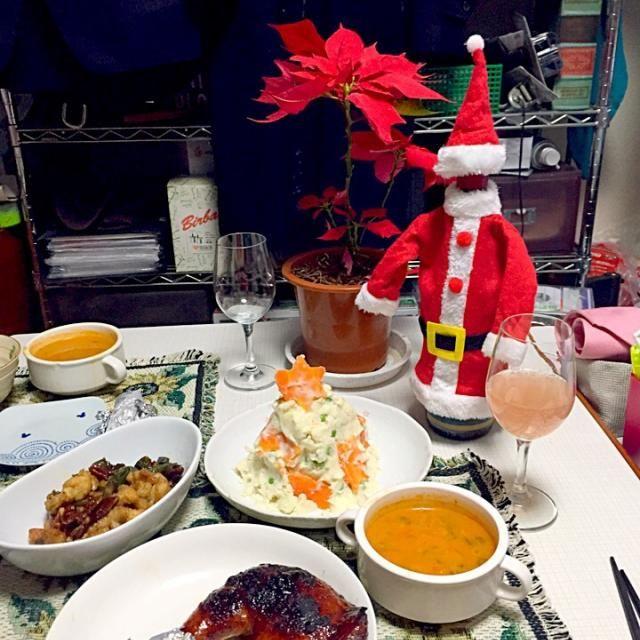 クリスマスなので鳥もも肉のグリル、ポテトサラダ、鳥とカシューナッツの炒め物、野菜スープを作り、スパークリングワインと写ってないけどケーキもありでパーティしました。 - 8件のもぐもぐ - Xmasディナー by ふかちん