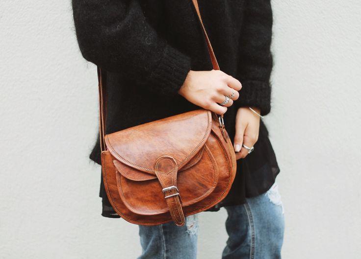 """Diese attraktive Tasche aus hochwertigem Ziegenleder präsentiert sich erfrischend im unkoventionellen und jugendlichen Design. """"Evelyn"""" macht aus Deinem Outfit etwas ganz Besonderes. Verbunden mit der nötigen Funktionalität und Stabilität wird sie zur praktischen Begleiterin, die Du nicht mehr missen möchtest - Handtasche - Umhängetasche - Lifestyle - GustiLove - Gusti Leder - K54b"""