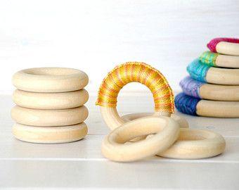 """10 anelli di legno - legno naturale di piccoli anelli in legno - 2-1/4"""" anelli di legno (55MM) - - fai da te Massaggiagengive - gettare anelli - artigianato del legno fai da te - anelli in legno"""