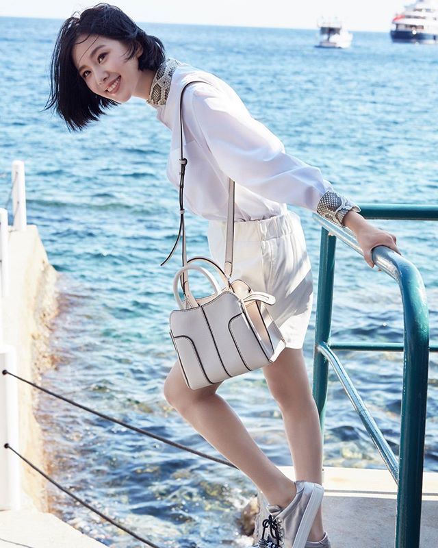 Berencana menikmati Musim Gugur ditepi pantai? Jangan lewatkan koleksi terbaru TOD's dengan artis ternama Liu Shishi dengan Tas Sella Bella! #GraziaFashion #GraziaIndonesia #TODS #TodsIndonesia  via GRAZIA INDONESIA MAGAZINE OFFICIAL INSTAGRAM - Fashion Campaigns  Haute Couture  Advertising  Editorial Photography  Magazine Cover Designs  Supermodels  Runway Models