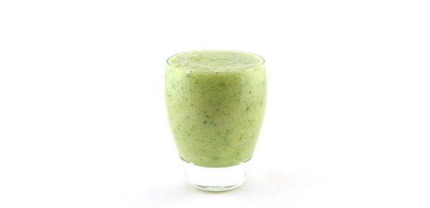 Deze komkommer banaan ananas smoothie is echt weer zo'n lekkere simpele groene smoothie. Vol essentiële voedingsstoffen en heel erg lekker van smaak.